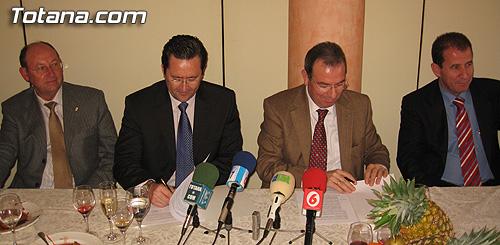 La Federación Regional de Empresarios de la Construcción de la Región de Murcia (FRECOM) y  la Asociación de Empresarios de la Construcción del Bajo Guadalentin (AEMCO) firmaron un convenio de colaboración, Foto 2