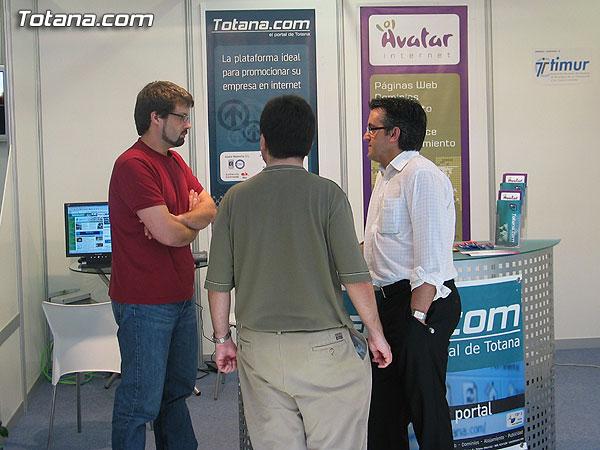 EL CONCEJAL DE NUEVAS TECNOLOGÍAS, JOSE MIGUEL MARTÍNEZ SOLER, VISITÓ EL STAND DE TOTANA.COM EN EL SICARM 2006, Foto 1