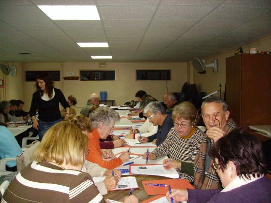 LA CONCEJAL�A DE SERVICIOS SOCIALES COMIENZA EL TALLER DE MEMORIA EN EL CENTRO MUNICIPAL DE PERSONAS MAYORES, Foto 3