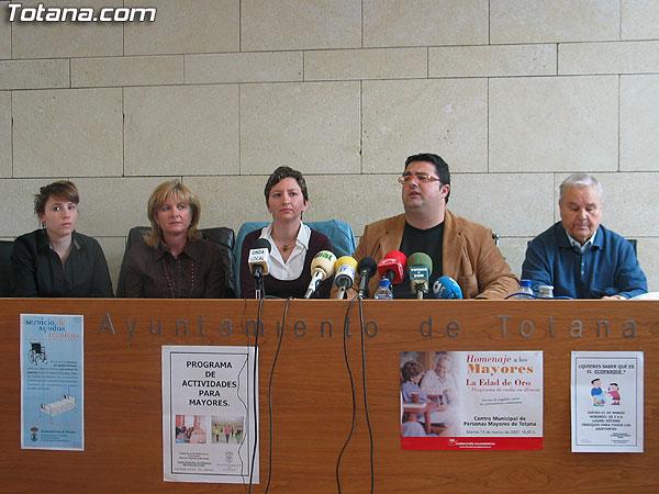 """SE PRESENTA EL """"PROGRAMA DE ACTIVIDADES PARA MAYORES 2007"""" CON UN TOTAL DE OCHO TALLERES DE DIVERSAS TEMÁTICAS, Foto 1"""