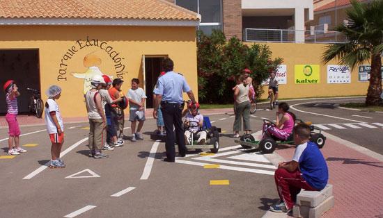 ALUMNOS Y ALUMNAS DEL COLEGIO MEDITERRANEO DE LA CIUDAD DE AGUILAS RECIBE SESI�N PRACTICA EN EL PARQUE DE EDUCACI�N VIAL DE TOTANA, Foto 3