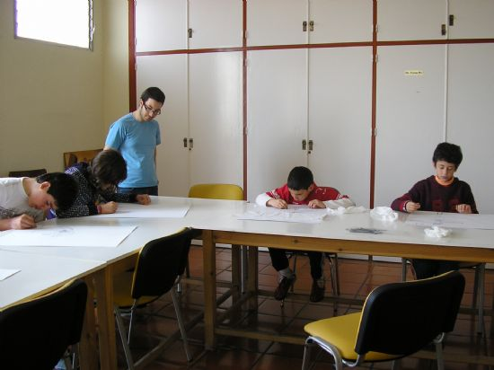 """UN TOTAL DE ONCE PARTICIPANTES ESTÁN REALIZANDO EL """"TALLER DE PINTURA"""", ORGANIZADO POR JUVENTUD PARA NIÑ@S DE 6 A 14 AÑOS, QUE ESTÁ ENMARCADO EN EL PROGRAMA """"MISCELÁNEA JOVEN"""", Foto 1"""