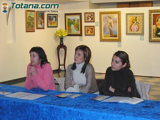 Un centenar de mujeres inician el programa de actividades de Igualdad de Oportunidades en Totana, Foto 2