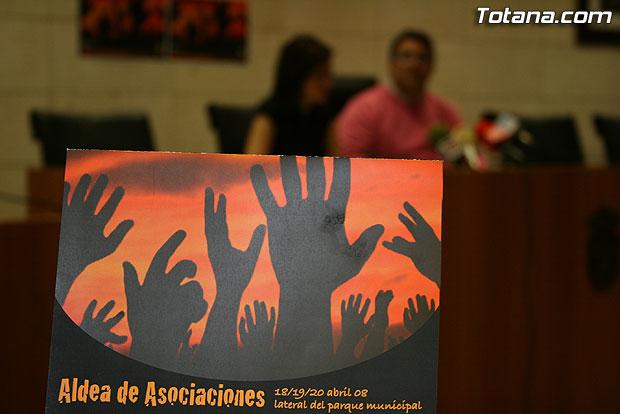 """UN TOTAL DE 44 COLECTIVOS PARTICIPARÁN EN LA """"XII ALDEA DE ASOCIACIONES"""" QUE SE CELEBRARÁ DEL 18 AL 20 DE ABRIL EN EL LATERAL DEL PARQUE MUNICIPAL """"MARCOS ORTIZ"""" CON NUMEROSAS ACTIVIDADES QUE DARÁN A CONOCER EL MUNDO ASOCIATIVO LOCAL (2008), Foto 2"""