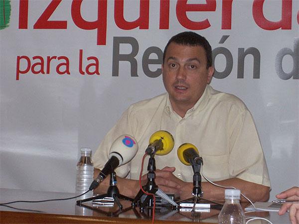 El coordinador de IU en la Regi�n, Jos� Antonio Pujante, se pregunta si el alcalde de Totana tiene informaci�n que pueda implicar al PP regional (2008), Foto 1