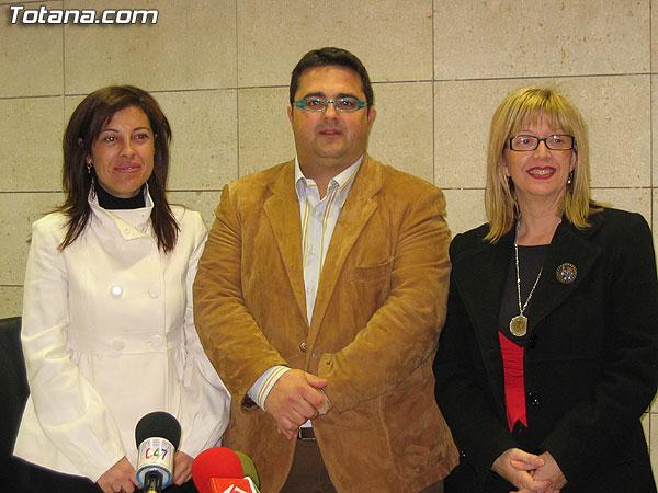 EL AYUNTAMIENTO Y LA ASOCIACI�N MURCIANA CONTRA LA FIBROSIS QU�STICA SUSCRIBEN UN CONVENIO POR IMPORTE DE 2.000 EUROS PARA COLABORAR EN LA CONSTRUCCI�N DE UN CENTRO DE ATENCI�N A PERSONAS QUE PADECEN ESTA ENFERMEDAD (2008), Foto 1