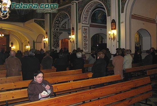 Numerosos vecinos mostraron su devoci�n al Cristo de Medinacelli (2005), Foto 3