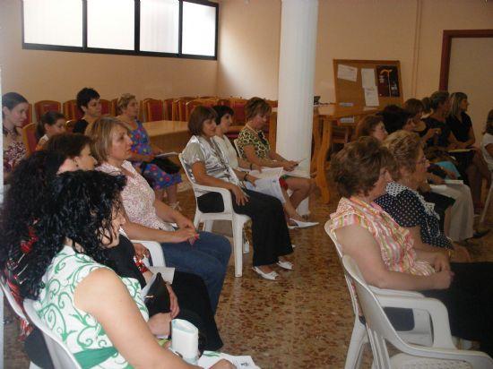 """EL CURSO DE """"CUIDADOS INTEGRALES EN LAS PERSONAS MAYORES DEPENDIENTES"""", ORGANIZADO POR SALUS INFIRMORUM, SE CLAUSURA CON LA PARTICIPACIÓN DE CASI MEDIO CENTENAR DE PERSONAS ANTE LA PRESENCIA DEL ALCALDE, Foto 5"""