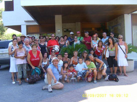 UN TOTAL DE 55 PERSONAS PARTICIPA EN EL VIAJE A IBIZA QUE PONE PUNTO Y FINAL A LAS ACTIVIDADES PROGRAMADAS EN EL VERANO JOVEN 2007 (2007), Foto 1