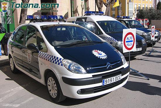 ALCALDE ENTREGA AL SARGENTO UN NUEVO VEH�CULO FURGONETA PARA USO DE LA POLIC�A LOCAL   , Foto 4