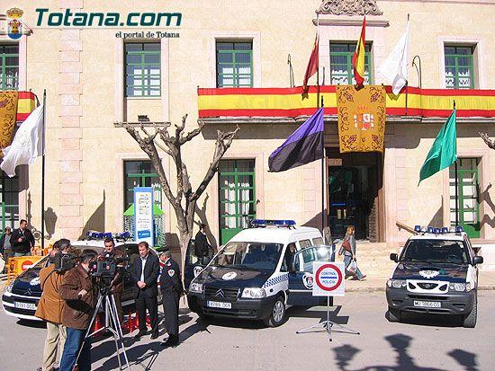 ALCALDE ENTREGA AL SARGENTO UN NUEVO VEH�CULO FURGONETA PARA USO DE LA POLIC�A LOCAL   , Foto 5