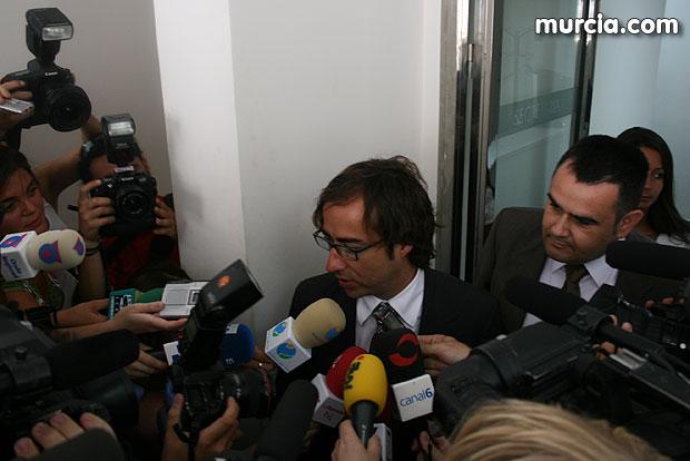 El abogado del alcalde de Totana pide el sobreseimiento a lo que a su cliente le afecta y ratifica su inocencia (2008), Foto 1