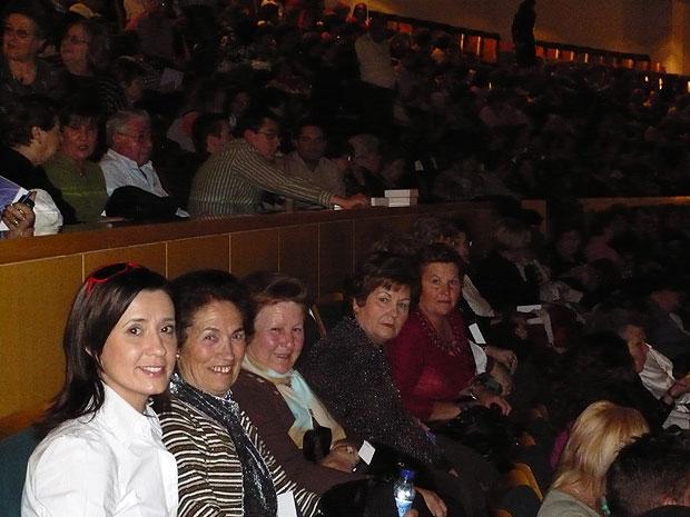UN TOTAL DE 55 PERSONAS ASISTEN GRATUITAMENTE AL CONCIERTO DE DIANA NAVARRO, CON EL AUTOB�S FLETADO POR LA CONCEJAL�A DE MUJER E IGUALDAD DE OPORTUNIDADES (2008), Foto 2