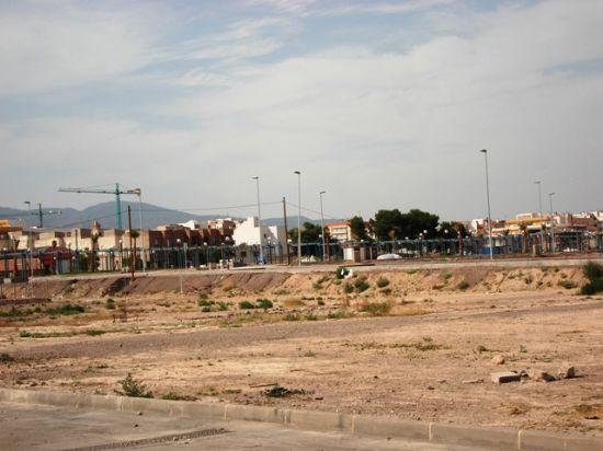 Los Concejales de IU + Los Verdes en Totana denuncian el retraso en la construcci�n de dos hincas bajo las v�as del ferrocarril y el peligro que supone para los vecinos del Barrio Ol�mpico (2008), Foto 1