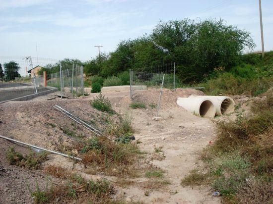 Los Concejales de IU + Los Verdes en Totana denuncian el retraso en la construcci�n de dos hincas bajo las v�as del ferrocarril y el peligro que supone para los vecinos del Barrio Ol�mpico (2008), Foto 2