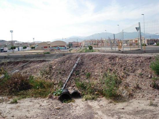 Los Concejales de IU + Los Verdes en Totana denuncian el retraso en la construcci�n de dos hincas bajo las v�as del ferrocarril y el peligro que supone para los vecinos del Barrio Ol�mpico (2008), Foto 3