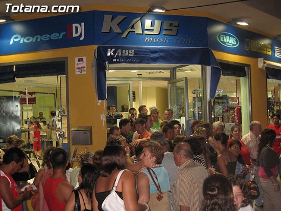 INAUGURACI�N DE LAS NUEVAS INSTALACIONES DE KAYS MUSIC CENTER, Foto 1
