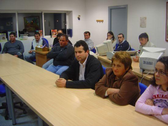 ALCALDE Y MIEMBROS DEL EQUIPO DE GOBIERNO SE RE�NEN CON LA ASOCIACI�N DE VECINOS Y JUNTA VECINAL PEDAN�A EL PARET�N-CANTAREROS ABORDAR PLAN DE INVERSIONES , Foto 2
