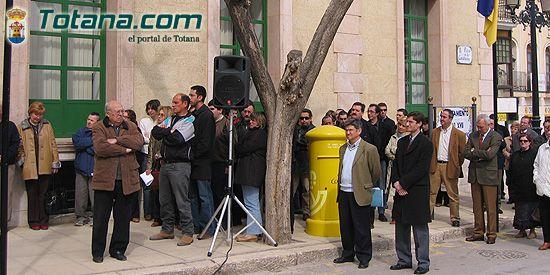 VECINOS DE TOTANA RECUERDAN EN UNA CONCENTRACI�N SILENCIOSA A LAS 192 PERSONAS ASESINADAS EN EL ATENTADO TERRORISTA DEL 11-M EN MADRID, Foto 3