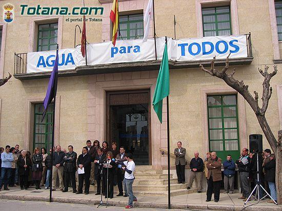 VECINOS DE TOTANA RECUERDAN EN UNA CONCENTRACI�N SILENCIOSA A LAS 192 PERSONAS ASESINADAS EN EL ATENTADO TERRORISTA DEL 11-M EN MADRID, Foto 4