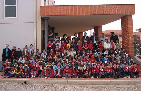 300 ALUMNOS DE TOTANA ASISTEN REPRESENTACIÓN DE UNA OBRA TEATRAL EN EL COLEGIO REINA SOFÍA SOBRE VALORES DE LA EDUCACIÓN VIAL, Foto 2