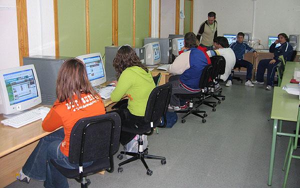 VEINTE J�VENES PARTICIPAN EN UN CURSO DE INTERNET ORGANIZADO POR EL INFORMAJOVEN DE TOTANA, Foto 3