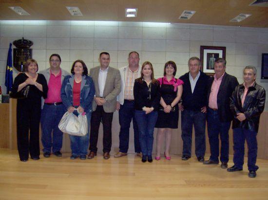 TOMAN POSESI�N DE SU CARGO LOS MIEMBROS DE LA JUNTA VECINAL DE EL PARET�N, Y LAS CUATRO MUJERES Y CUATRO HOMBRES, QUE OSTENTAR�N EL CARGO DE ALCALDE PED�NEO, DURANTE ESTA LEGISLATURA (2008), Foto 1