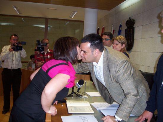 TOMAN POSESI�N DE SU CARGO LOS MIEMBROS DE LA JUNTA VECINAL DE EL PARET�N, Y LAS CUATRO MUJERES Y CUATRO HOMBRES, QUE OSTENTAR�N EL CARGO DE ALCALDE PED�NEO, DURANTE ESTA LEGISLATURA (2008), Foto 6