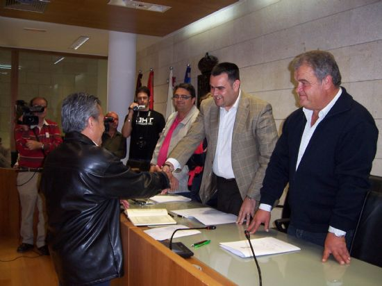 TOMAN POSESI�N DE SU CARGO LOS MIEMBROS DE LA JUNTA VECINAL DE EL PARET�N, Y LAS CUATRO MUJERES Y CUATRO HOMBRES, QUE OSTENTAR�N EL CARGO DE ALCALDE PED�NEO, DURANTE ESTA LEGISLATURA (2008), Foto 8