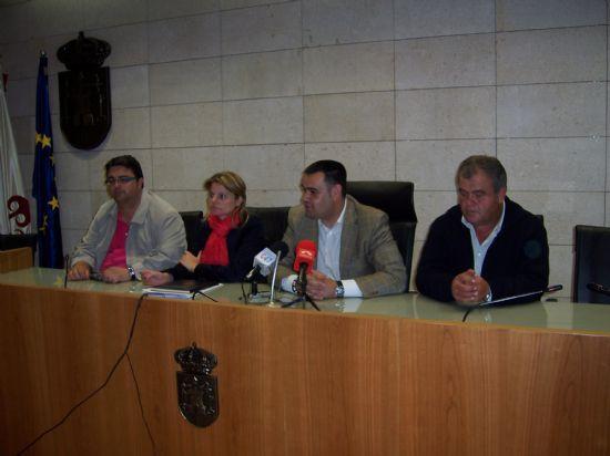 TOMAN POSESI�N DE SU CARGO LOS MIEMBROS DE LA JUNTA VECINAL DE EL PARET�N, Y LAS CUATRO MUJERES Y CUATRO HOMBRES, QUE OSTENTAR�N EL CARGO DE ALCALDE PED�NEO, DURANTE ESTA LEGISLATURA (2008), Foto 9
