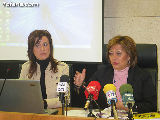 LA DIRECTORA DEL INSTITUTO DE LA MUJER Y LAS AUTORIDADES LOCALES PRESENTAN EL II PLAN DE IGUALDAD DE OPORTUNIDADES (2007/2011) DE TOTANA, Foto 1