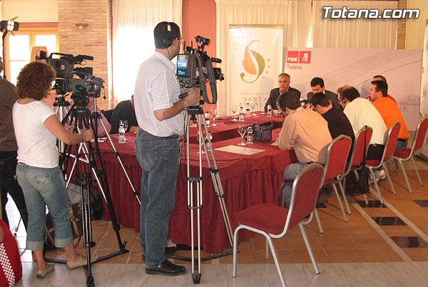 ENCUENTRO-DESAYUNO DE PEDRO SAURA (SECRETARIO GENERAL DEL PSRM-PSOE Y DIPUTADO EN EL CONGRESO) CON LOS MEDIOS DE COMUNICACI�N, Foto 1