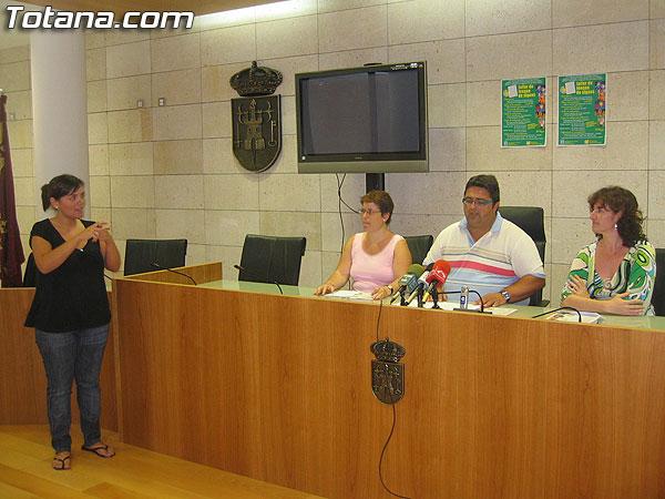 EL SERVICIO MUNICIPAL DE INT�RPRETE DE LENGUA DE SIGNOS REANUDA SUS PRESTACIONES TRAS LAS VACACIONES ESTIVALES (2007), Foto 1