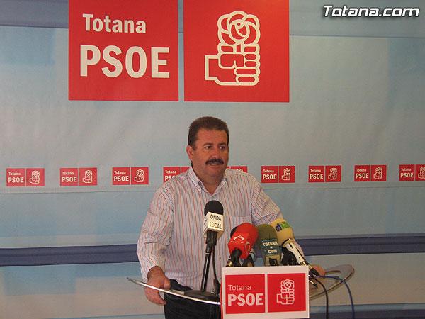 EL PSOE DENUNCIA QUE LA DEUDA DEL AYUNTAMIENTO ASCIENDE A M�S DE 70 MILLONES DE EUROS, Foto 1