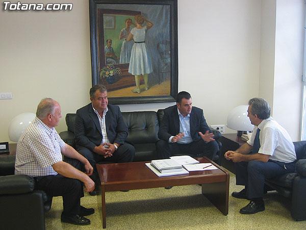 """EL CONSEJERO DE AGRICULTURA Y AGUA SE COMPROMETE CON EL ALCALDE A COFINANCIAR LA CONSTRUCCIÓN DE UN COLECTOR Y UN PANTANO PARA RECOGER LAS PLUVIALES DE LA RAMBLA DEL CEMENTERIO Y ACOMETER LA FUTURA """"CASA DEL AGRICULTOR"""" DE TOTANA (2007), Foto 5"""