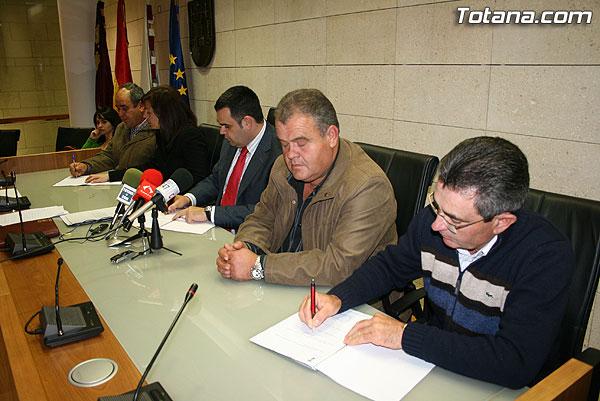 LAS ORGANIZACIONES Y ASOCIACIONES DE GANADEROS FIRMAN UN CONVENIO DE COLABORACI�N CON EL AYUNTAMIENTO PARA LA REGULARIZACI�N Y ADECUACI�N AMBIENTAL DE LAS EXPLOTACIONES DE ESTE SECTOR (2008), Foto 1