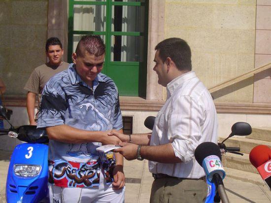 ALUMNOS TOTANEROS GANADORES XXVI CONCURSO NACIONAL DE SEGURIDAD VIAL EN CICLOMOTOR RECIBEN PREMIOS  , Foto 2