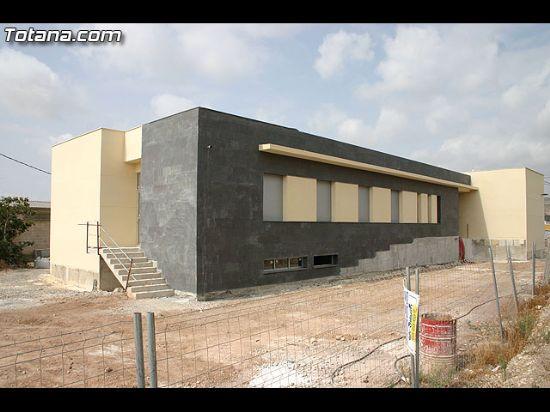 AUTORIDADES MUNICIPALES VISITAN LOS CENTROS SOCIALES DE LOS BARRIOS Y PEDAN�AS QUE SE ENCUENTRAN EN OBRAS, Foto 1
