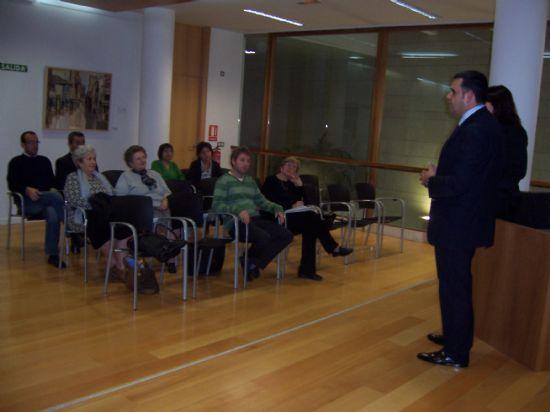 EL ALCALDE INVITA A LOS COLECTIVOS CULTURALES A PARTICIPAR CON SUS APORTACIONES EN LA CONCEPCIÓN DEL PLAN ESTRATÉGICO LOCAL Y LES INFORMA DE LOS GRANDES PROYECTOS EN MATERIA DE INFRAESTRUCTURAS CULTURALES (2007), Foto 1