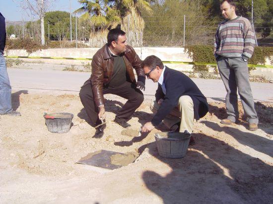 SE COLOCA LA PRIMERA PIEDRA DEL EMISARIO DE AGUAS RESIDUALES DE LA URBANIZACIÓN LA CHARCA, Foto 1