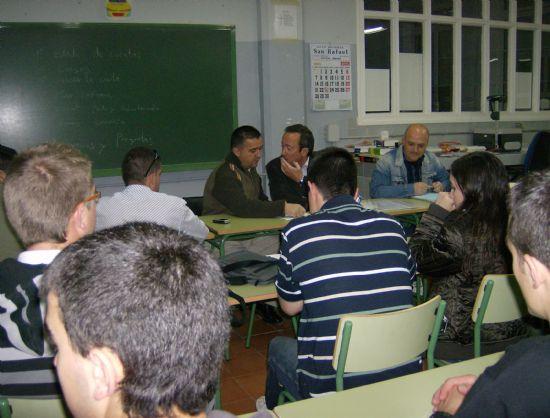 PROTECCIÓN CIVIL DE TOTANA CELEBRA SU PRIMERA ASAMBLEA DEL AÑO 2008 PARA INFORMAR DE LA OFERTA FORMATIVA Y DEL DISPOSITIVO DE SEGURIDAD CON MOTIVO DE LA SUBIDA AUTOMOVILÍSTICA DE LA SANTA, Foto 3