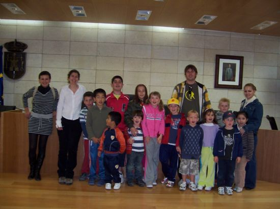 ALUMNOS DE INFANTIL Y PRIMARIA DEL COLEGIO P�BLICO DE L�BOR VISITAN EL AYUNTAMIENTO PARA CONOCER DE CERCA LOS SERVICIOS QUE SE PRESTAN Y LAS DEPENDENCIAS MUNICIPALES (2008), Foto 1