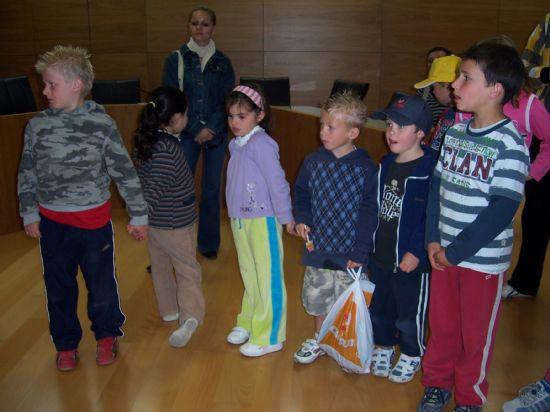 ALUMNOS DE INFANTIL Y PRIMARIA DEL COLEGIO P�BLICO DE L�BOR VISITAN EL AYUNTAMIENTO PARA CONOCER DE CERCA LOS SERVICIOS QUE SE PRESTAN Y LAS DEPENDENCIAS MUNICIPALES (2008), Foto 3