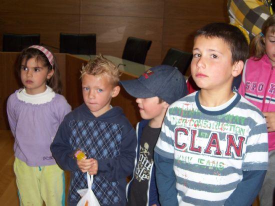 ALUMNOS DE INFANTIL Y PRIMARIA DEL COLEGIO P�BLICO DE L�BOR VISITAN EL AYUNTAMIENTO PARA CONOCER DE CERCA LOS SERVICIOS QUE SE PRESTAN Y LAS DEPENDENCIAS MUNICIPALES (2008), Foto 4