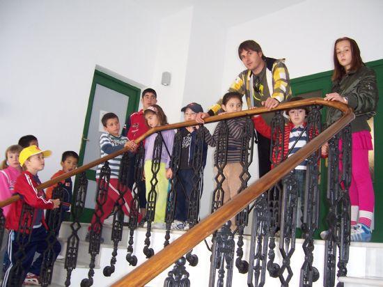 ALUMNOS DE INFANTIL Y PRIMARIA DEL COLEGIO P�BLICO DE L�BOR VISITAN EL AYUNTAMIENTO PARA CONOCER DE CERCA LOS SERVICIOS QUE SE PRESTAN Y LAS DEPENDENCIAS MUNICIPALES (2008), Foto 7