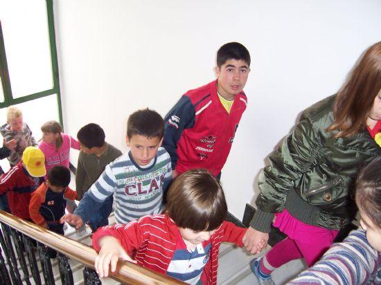 ALUMNOS DE INFANTIL Y PRIMARIA DEL COLEGIO P�BLICO DE L�BOR VISITAN EL AYUNTAMIENTO PARA CONOCER DE CERCA LOS SERVICIOS QUE SE PRESTAN Y LAS DEPENDENCIAS MUNICIPALES (2008), Foto 8