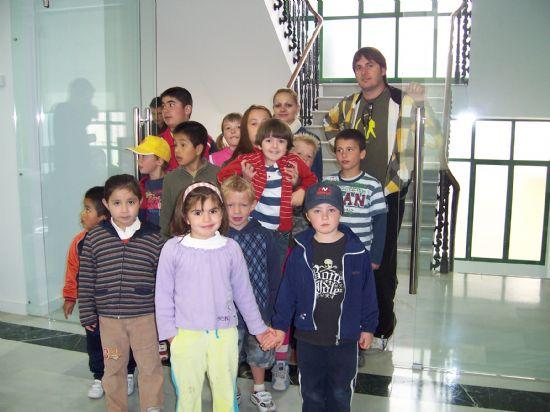 ALUMNOS DE INFANTIL Y PRIMARIA DEL COLEGIO P�BLICO DE L�BOR VISITAN EL AYUNTAMIENTO PARA CONOCER DE CERCA LOS SERVICIOS QUE SE PRESTAN Y LAS DEPENDENCIAS MUNICIPALES (2008), Foto 9