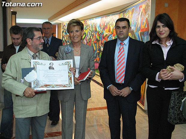 EL POETA TOTANERO FRANCISCO BARCEL� RECIBE EL PREMIO AL MEJOR SONETO EN EL IX CONCURSO PROVINCIAL DE POES�A CUADERNOS MONROY, CELEBRADO EN LA ASAMBLEA REGIONAL (2007), Foto 1