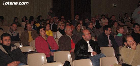 """EL ALCALDE Y LA CONCEJAL DE CULTURA PRESENTAN EL LIBRO GANADOR DEL VI PREMIO DE INVESTIGACIÓN HISTÓRICA """"ALPORCHÓN"""" QUE VERSA SOBRE LA TRADICIÓN HISTÓRICA DE LA ARTESANÍA LOCAL   , Foto 2"""