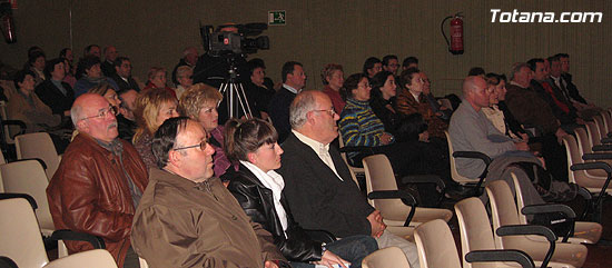 """EL ALCALDE Y LA CONCEJAL DE CULTURA PRESENTAN EL LIBRO GANADOR DEL VI PREMIO DE INVESTIGACIÓN HISTÓRICA """"ALPORCHÓN"""" QUE VERSA SOBRE LA TRADICIÓN HISTÓRICA DE LA ARTESANÍA LOCAL   , Foto 3"""
